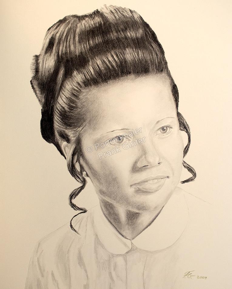 Eine Kohlezeichnung Portraitzeichnung einer Frau